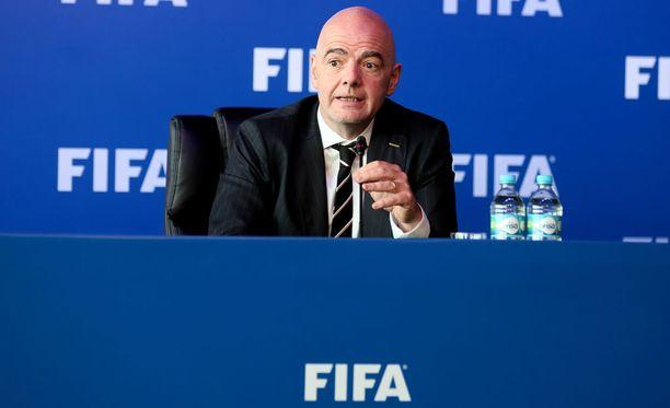 Fifan puheenjohtaja Gianni Infantino julisti vuoden 2026 kisaisännän Moskovassa järjestetyssä kongressissa.
