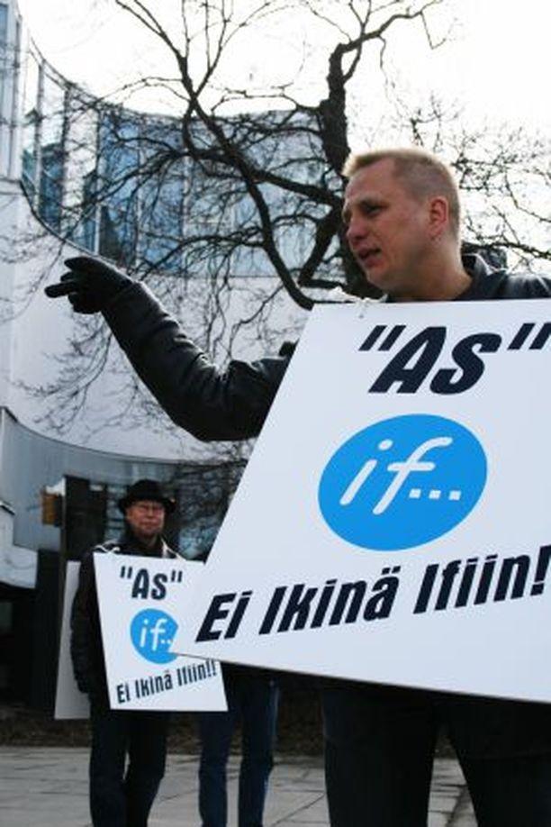 TUOHTUNUT Pasi Koskinen lupasi, että eilinen vakuutusyhtiö Ifiä vastaan järjestetty mielenosoitus oli vasta alkua.