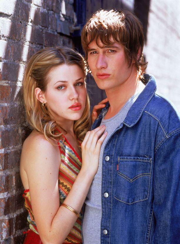 Majandra Delfino ja Brendan Fehr näyttelivät sarjassa rakastavaisia, joiden suhde oli räiskyvä.