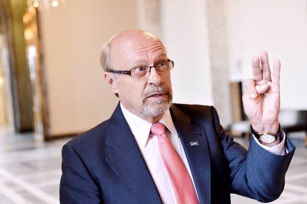 Juha Väätäinen halusi keventää perussuomalaisten puoluejohtoa 40 kiloa.
