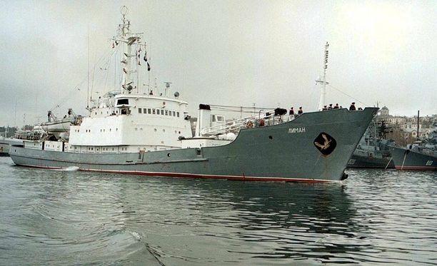 Tässä vuodelta 1999 olevassa arkistokuvassa vakoilulaiva Liman on lähdössä Mustaltamereltä tarkkailemaan tilannetta silloisessa Jugoslaviassa.