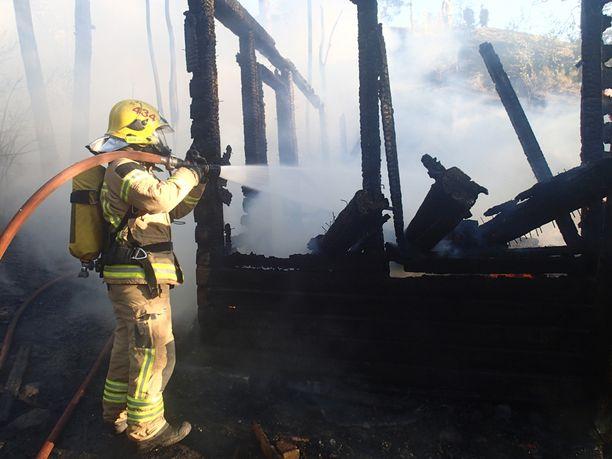 Huvila tuhoutui palossa täydellisesti.