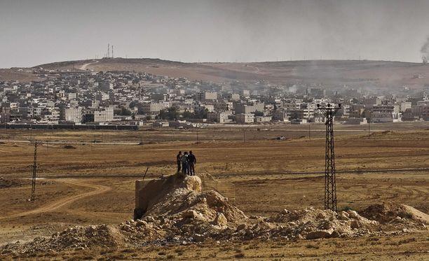 Kobanen kaupungin pommitusta pystyi seuraamaan Turkin puolelta.