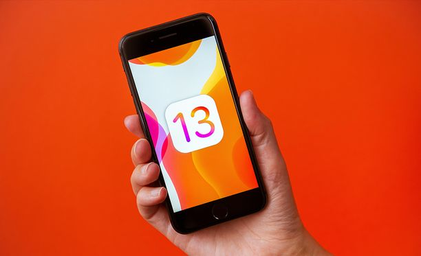 Iphone-käyttäjät voivat ladata IOS 13 -käyttöjärjestelmän.
