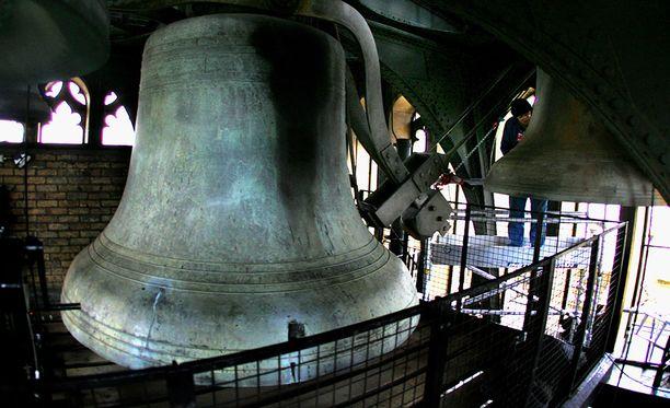 Alunperin Big Ben tarkoitti pelkästään isointa kelloa. Nyt koko tornia kutsutaan sillä nimellä.