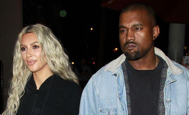 Kim Kardashianilla ja Kanye Westillä on nyt kolme lasta.
