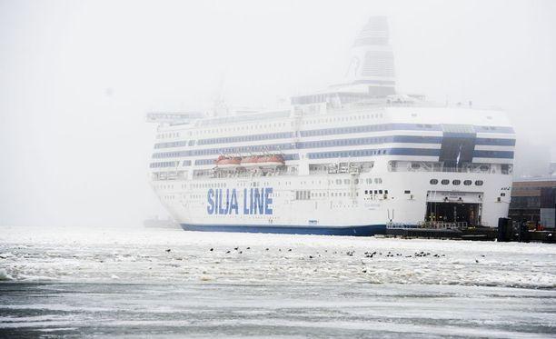 Tallink Silja selvittää laivan sisääntulokuvien sukupuolineutraaliuden. Arkistokuvassa Silja Serenade.