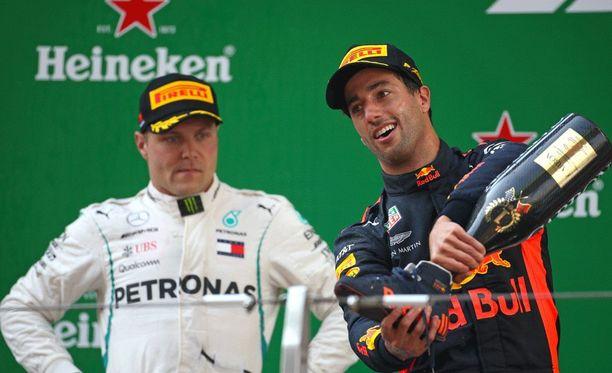 Valtteri Bottas seurasi Kiinassa Daniel Ricciardon voitonjuhlia.