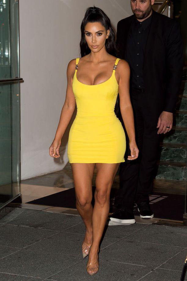 Kimin keltainen Versace-luomus.