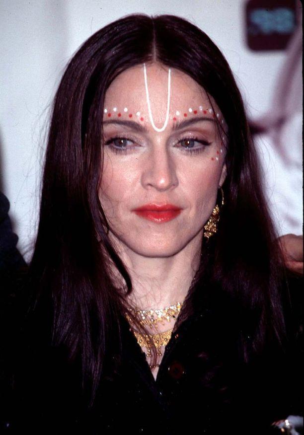 Vuonna 1998 julkaistiin Ray of Light -albumi, jota on myyty 17 miljoonaa kappaletta.