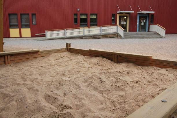 Lähdekorven päiväkodin työntekijä löysi hiekkalaatikosta kolme huumeruiskua viime perjantaina.