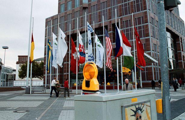 Frankfurtin autonäyttelyn liput laskettiin puolitankoon 9. syyskuuta tehdyn New Yorkin terrori-iskun takia.