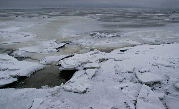 Leutojen säiden ansiosta varsinkin eteläisessä Suomessa merijäälle meneminen on monin paikoin vaarallista.