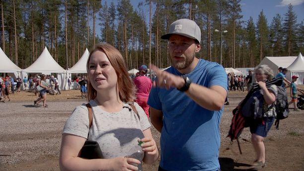 Kuvassa pari ohjelmassa Jukolan viestissä.