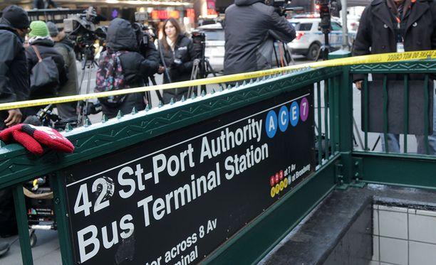 Pommi räjähti maailman vilkkaimman linja-autoaseman alikulkukäytävässä.