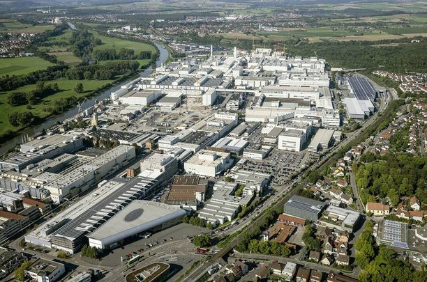 Neckarsulmin tehdas sijaitsee aivan joen rannalla, joten tulvan vaikutukset osuvat siihen suoraan.
