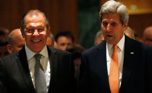 Venäjän ulkoministeri Sergei Lavrov (vas.) ja John Kerry.