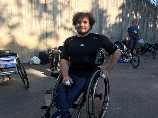 Esa-Pekka Mattila (kuvassa) tähtää Tokion paralympialaisiin treenikaverinsa Leo-Pekka Tähden opeilla.