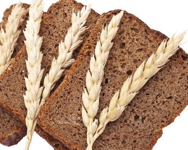 RUISLEIPÄÄ Täysjyvä- ja ruisleipä kuuluvat pienissä määrissä monen hyväkarppaajan ruokavalioon.