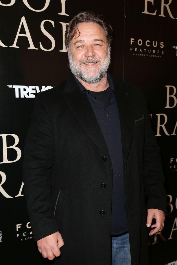 Russell Crowe halusi takavuosina ilahduttaa lapsiaan ostamalla aidon dinosauruksen kallon.