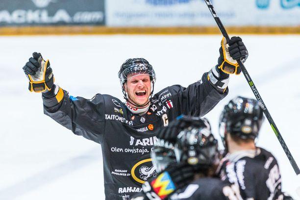 Lasse Kukkosen kipparoiman Kärppien pelivalmius oli parempi kuin pitkältä tauolta palanneen Tapparan. Finaalisarja jatkuu torstaina Tampereella.