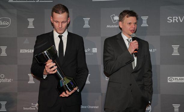 Mikko Koivisto ja Teemu Rannikko noutivat Vuoden joukkue -palkinnon.
