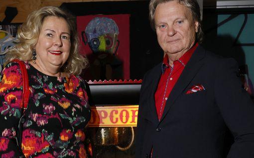 """Pepe Willberg ja Pauliina Visuri edustivat upeina taidenäyttelyssä, korona ei pelota: """"Me sairastimme sen jo keväällä"""""""