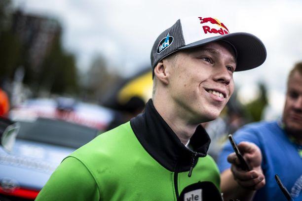Lokakuussa 19 vuotta täyttänyt Kalle Rovanperä siirtyy MM-rallin pääluokkaan.