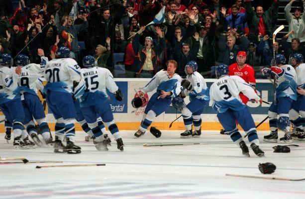 Niklas Hagmanin jatkoaikamaali aloitti Suomen juhlat nuorten MM-kisoissa 1998.
