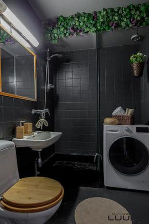 Asunnon WC-tilat ovat uudet ja tyylikkäät.