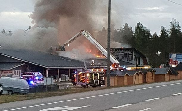 Palo aiheutti mittavat aineelliset vahingot.