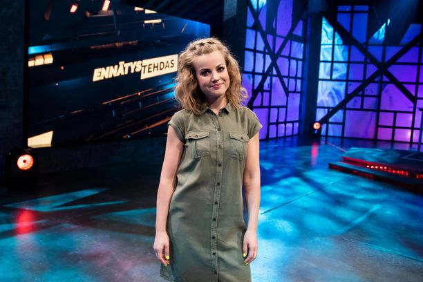 Janni Hussi tsemppaa ennätyksiä yrittäviä hurjapäitä ensi keväänä televisioruuduissa nähtävällä Ennätystehdas-kaudella.