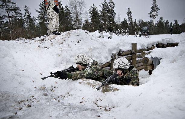 Puolustusselonteon mukaan tarkoitus on kasvattaa sodan ajan joukkojen määrää 20 prosentilla 230 000 sotilaasta 280 000:een.