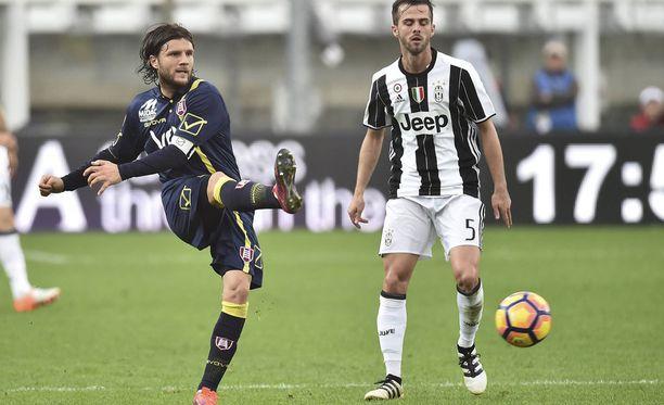 Chievon Perparim Hetemaj joutui tulemaan vaihtoon Juventusta vastaan.