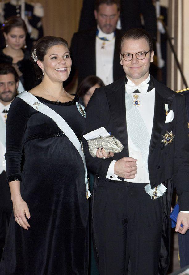 Kruununprinsessa Victorian raskaus on edennyt jo pitkälle. Pari viikkoa sitten Vickan edusti iloisena Danielinsa kanssa.