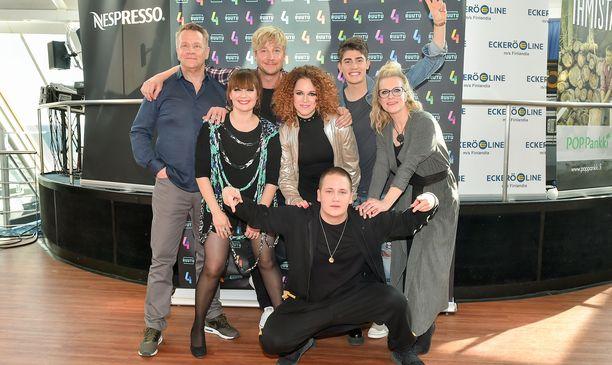 Olli Lindholm, Irina, Samu Haber, Petra, Nikke Ankara, Robin ja Laura Voutilainen osallistuivat Espanjassa kuvattuun Vain elämää -ohjelmaan.