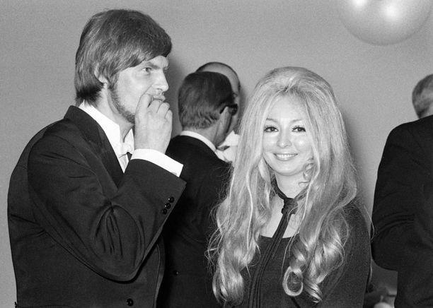 Kirjailija Tytti Parras Linnan juhlissa 6. joulukuuta 1970.