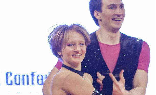 Vladimir Putinin nuorempi tytär Katerina (kuvassa) sekä Putinin hyvän ystävän Nikolai Shamalovin poika Kirill menivät naimisiin helmikuussa 2013. Sen jälkeen Kirillin omaisuus on kasvanut merkittävästi. Kuvassa tanssipari Ivan Klimov.