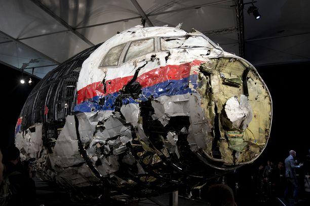 Lennon MH17 kyydissä olleet liki 300 ihmistä kuolivat, kun heihin osui venäläinen ohjus.