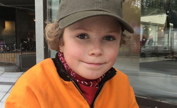 12-vuotiaan Evertin kesätyö on epätavallinen, mutta lomasuunnitelmat kuulostavat tutummilta. - Mökkeilyä ja Lintsiä, nuorimies kertoo kesän ohjelmastaan.