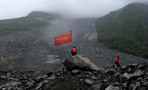 Yli sata on yhä kateissa tuhoisan maanvyöryn jäljiltä Kiinassa.