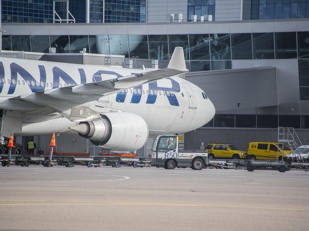 Viime vuonna yli 55 000 nimeä keränneen lentoveroaloitteen läpimeno eduskunnassa näyttää heikolta.