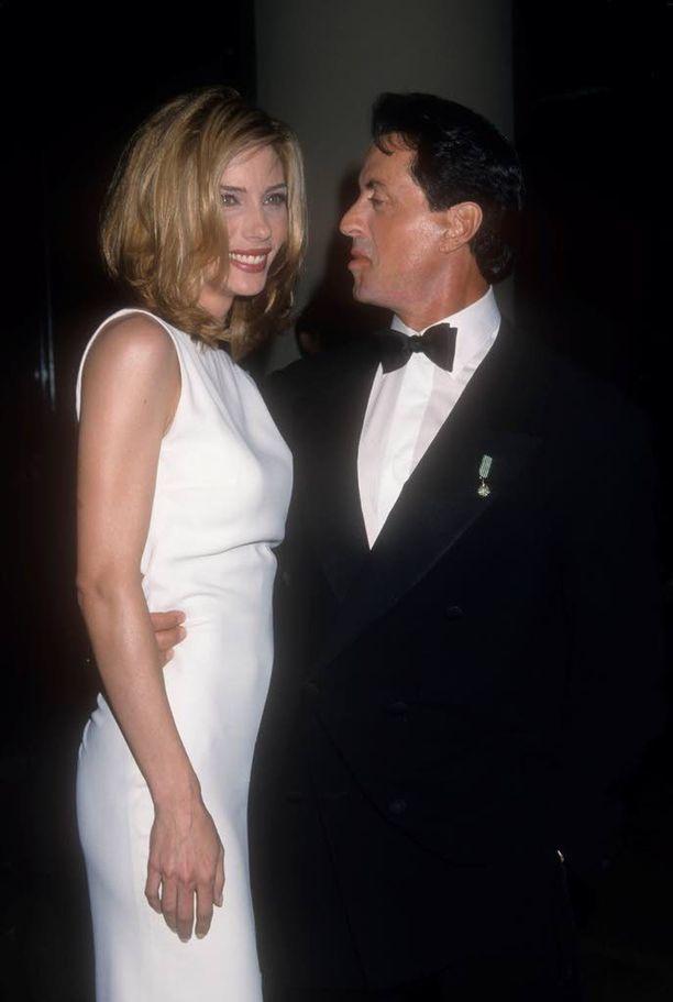 Stallone ja vaimo Jennifer Flavin vuonna 1998.