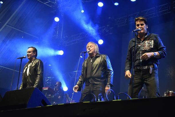 Tapani Kansa, Danny ja Frederik saivat yleisön hurramaan jokaisella hitillään.