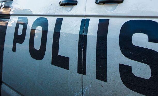 Poliisi tutkii kiinniottoja vapaudenriistona.