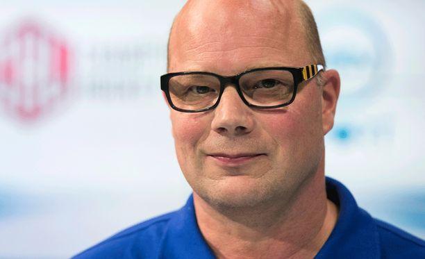 Risto Dufva luotsaa viimeistään kauttaan Lukkoa.