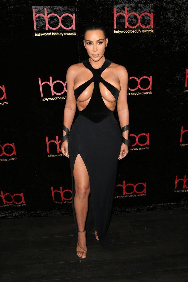 Kim Kardashian mekossaan.