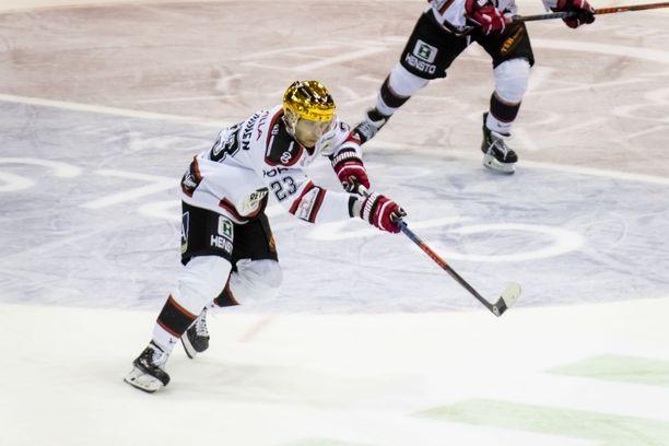 Sakari Salminen kuritti Lukkoa.