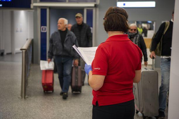 Suomalaisia palasi ulkoministeriön kotiutuslennoilla Kyprokselta ja Portugalista perjantaina 27. maaliskuuta.