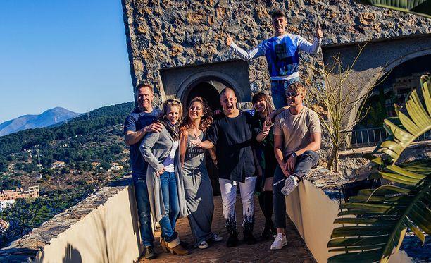 Tulevalla kaudella Vain elämää -ohjelmassa nähdään, Robin, Samu Haber, Irina, Laura Voutilainen, Petra, Nikke Ankara, sekä Olli Lindholm.